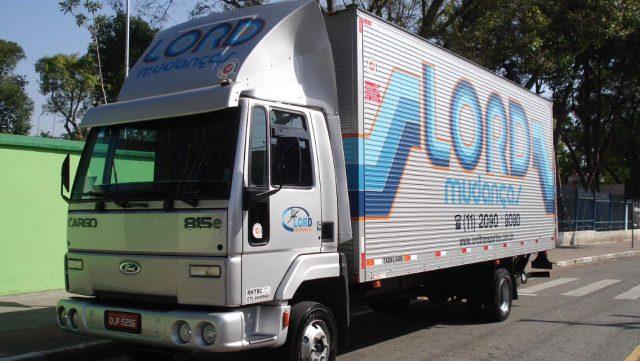 Tipos de caminhões de mudanças e suas funções